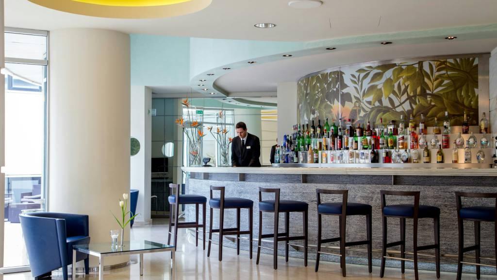 hotel-enea-aprilia-bar-01