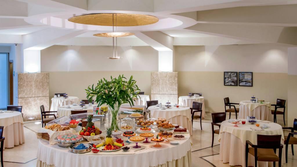 hotel-enea-aprilia-breakfast-01