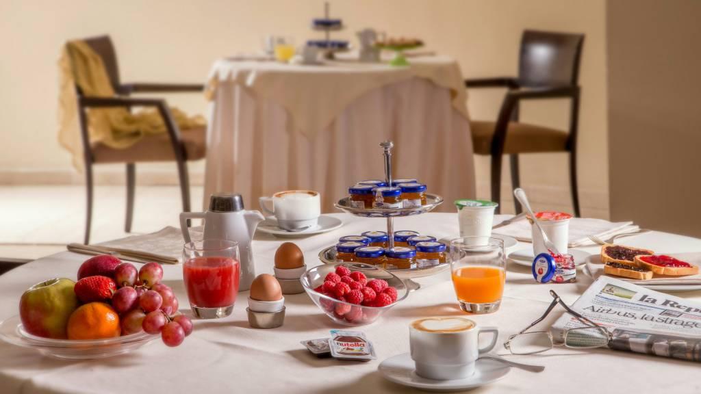 hotel-enea-aprilia-breakfast-02